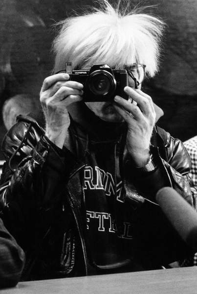 Andy Warhol and Maria Mulas photographing each other at the Stelline Foundation, on the occasion of Warhols exhibition 'Il Cenacolo', Milan, Italy, 1987 © Maria Mulas  / Bridgeman Images 6341025