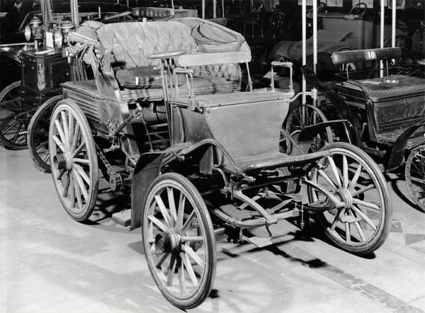 Benz car, 1898 (bw photo), French Photographer, (19th century)  CNAM, Conservatoire National des Arts et Metiers, Paris  Bridgeman Images  2634648