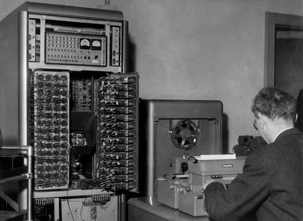 Electronic Computer at the Milan Polytechnic, 1955 (bw photo)  Touring Club ItalianoMarka UIG  Bridgeman Images 6190602
