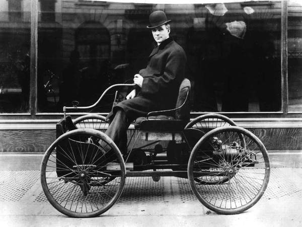 Henry Ford (1863-1947) american industrialist pioneer of american car industry driving his Quadricycle, 1896  PVDE  Bridgeman Images 1679768