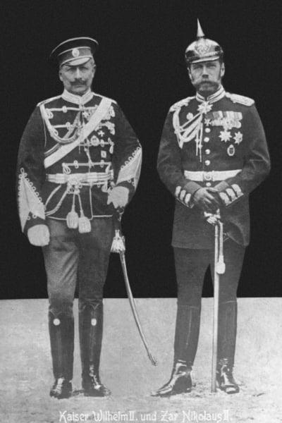 German Emperor Wilhelm II (left) and Russian Tsar Nicholas II, 1913 (b/w photo) / © SZ Photo / Scherl / Bridgeman Images