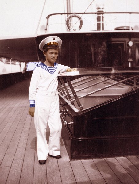 Tsarevich Alexei Nikolaevich Alexis Romanov / Universal History Archive/UIG / Bridgeman Images
