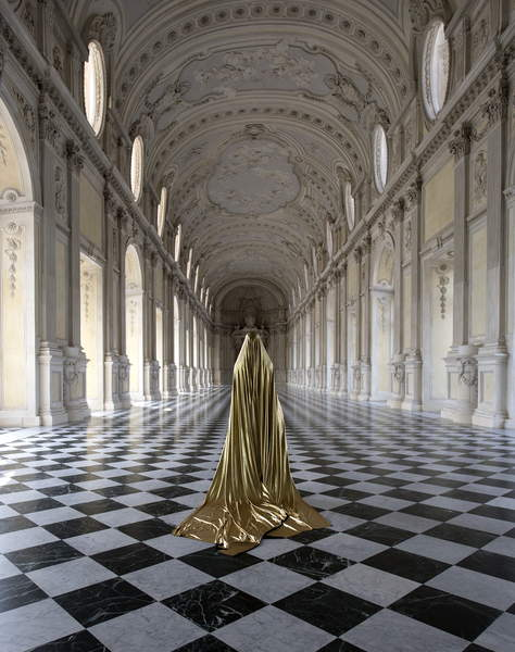 Golden, 2018 (photo), Güler Ates, (b.1977) / Private Collection / © Guler Ates / Bridgeman Images 5058779