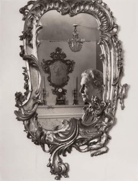 Dame Ninette de Valois, 1976 (bw photo), Magnus, Mayotte (b.1934)  Private Collection  © Magnus-Lewinska Mayotte  Bridgeman Images