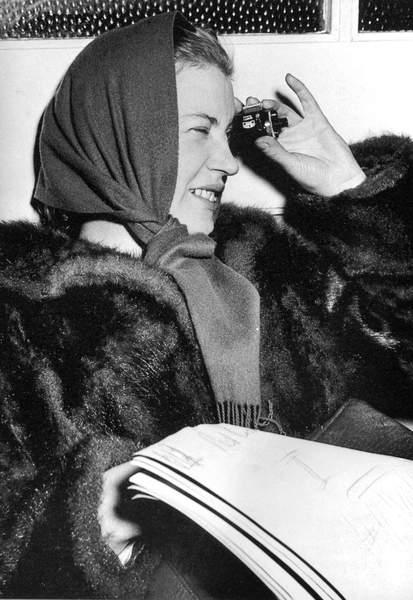 Lee Miller in Switzerland in 1947 (bw photo)  Private Collection  PVDE  Bridgeman Images