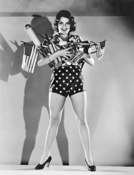 July 4th Fireworks (b/w photo); (add.info.: Hollywood, California: c. 1930 MGM actress Lilian Bond with an armload of fireworks for a Fourth of July celebration.); Underwood Archives/UIG ; out of copyright