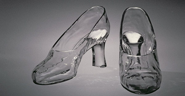 Pair of glass slippers, designed by Frederick Carder, Steuben Glass, 1920's / Corning Museum of Glass / Bridgeman Images