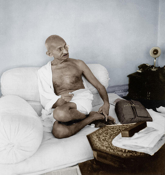 1704086 Mahatma Mohandas Karamchand Gandhi (1869-1948) Indian independantist leader, hindu spiritual leader and apostle of nonviolence, here c. 1942 colourized document; (add.info.: Le Mahatma Mohandas Karamchand Gandhi (1869-1948) chef spirituel hindou, leader du mouvement independantiste indien et apotre de la non-violence, ici c. 1942 --- Mahatma Mohandas Karamchand Gandhi (1869-1948) indian independantist leader, hindu spiritual leader and apostle of nonviolence, here c. 1942 colourized document); RESTRICTIONS MAY APPLY FOR COMMERCIAL USE - PLEASE CONTACT US; it is possible that some works by this artist may be protected by third party rights in some territories.