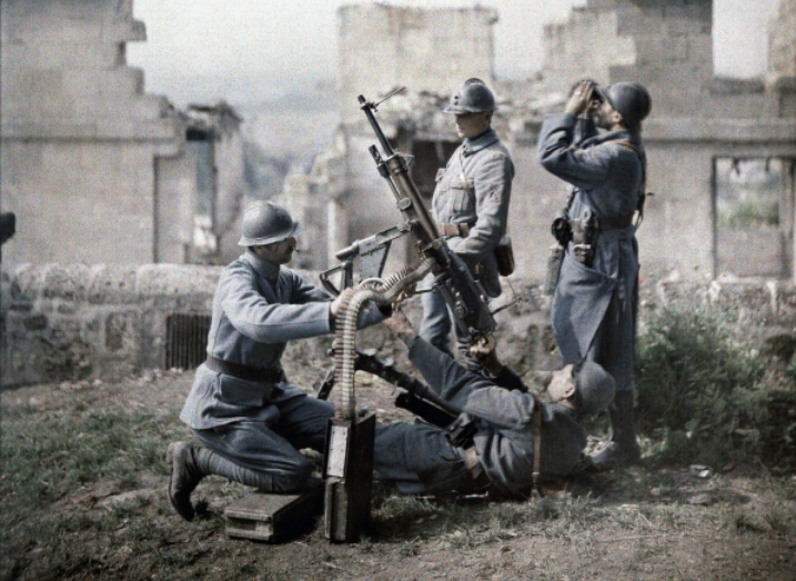 A French section of machine gunners has taken position in the ruins during the battle of the Aisne, France, 1917 (autochrome), FernandCuville(1887-1927)