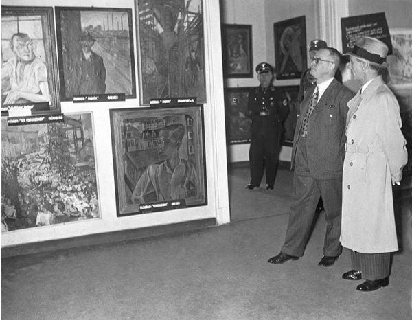 Joseph Goebbels at the opening of the 'Degenerate Art' exhibition in Berlin, 1938 (b/w photo) / © SZ Photo / Scherl / Bridgeman Images