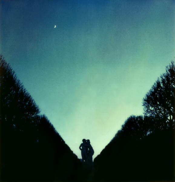 silhouette of a couple in the night hugging  Jd.Cavelier de la Sall, 2003 (photo), Vasconcellos, Cassio (b.1965)  © Cassio Vasconcellos  Bridgeman Images 6353027