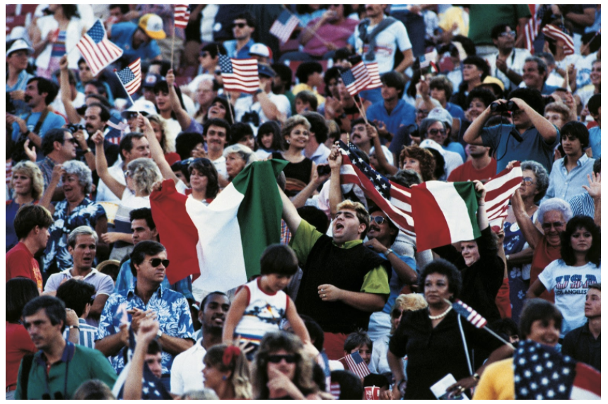 Italian Football Supporters, Rose Bowl stand crowded with US supporters, during the match Italy-USA at the Los Angeles Olympic Games. Pasadena (USA), July 31, 1984. / Mondadori Portfolio / Nino Leto / Bridgeman Images