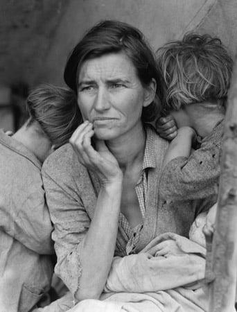 Destitute pea pickers in Nipoma, California, 1936 (b/w photo), Dorothea Lange (1895-1965) / Private Collection / Bridgeman Images